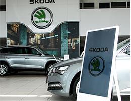Digital Signage Automotive Car Industry - Focal Media